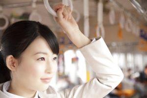 横浜市西区の整骨院「宮谷小交差点前せいこついん」の電車に乗るイメージ