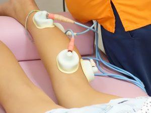 横浜西区保土ヶ谷区神奈川区近くの宮谷小交差点前整骨院の踵痛、足裏の電気治療の写真