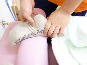 横浜西区保土ヶ谷区神奈川区近くの宮谷小交差点前整骨院の踵痛、足裏のマッサージ治療の写真