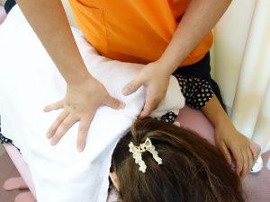 横浜西区、保土ヶ谷区、神奈川区近くの当整骨院の頭痛・肩こりのマッサージ治療の写真