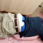 横浜西区、保土ヶ谷区、神奈川区近くの宮谷小交差点前整骨院の腰痛のアイシング治療写真