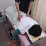 横浜西区保土ヶ谷区神奈川区近くの宮谷小交差点前整骨院のマッサージ治療の写真