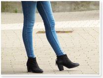 O脚の女性の写真