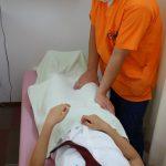 横浜西区保土ヶ谷神奈川区近くの宮谷小交差点前整骨院のオスグット・成長痛の膝のマッサージ治療の写真