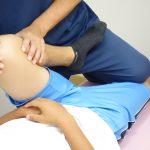 オスグット(成長痛)・ジャンパー膝の整骨院「宮谷小交差点前せいこついん」のオスグット・成長痛の膝のストレッチ治療のイメージ