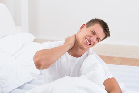 寝違えの原因と治療法