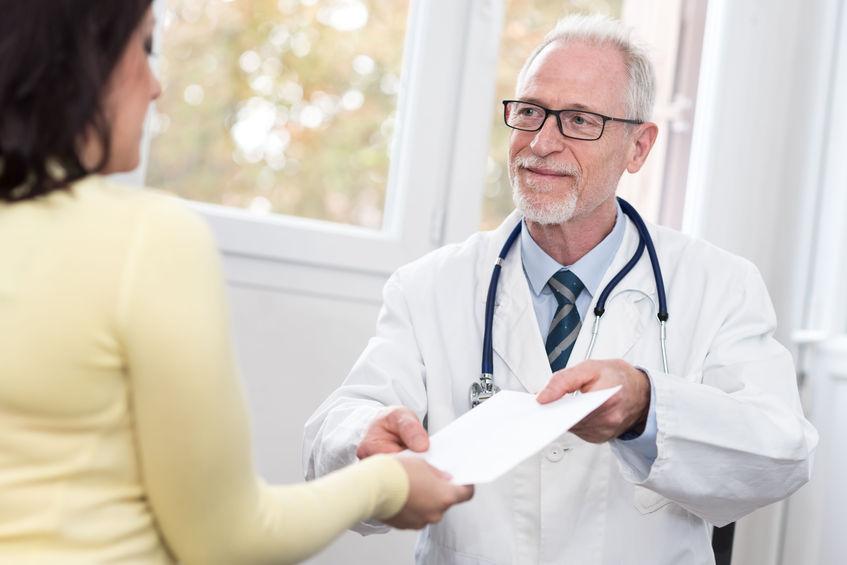 遠絡(えんらく)療法では、 診断名で治療しないイメージ写真
