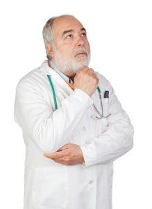 坐骨神経痛治療の整骨院「宮谷小交差点前せいこついん」の悩む医師イメージ