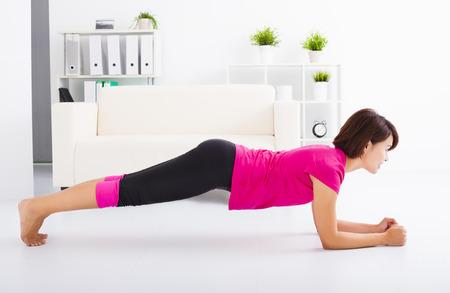 腰痛の予防の腹横筋の筋トレ風景