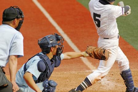 腰椎分離症の原因の野球のバッテイングの写真