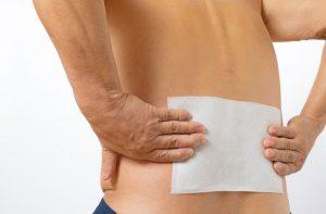 ぎっくり腰治療の整骨院「宮谷小交差点前せいこついん」のぎっくり腰の湿布治療イメージ