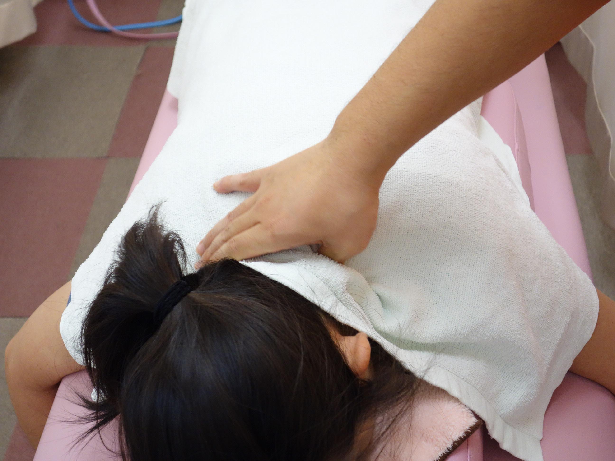 寝違えのマッサージ治療の写真