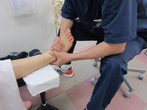 足首の捻挫治療の整骨院「宮谷小交差点前せいこついん」の捻挫した足首のリハビリイメージ