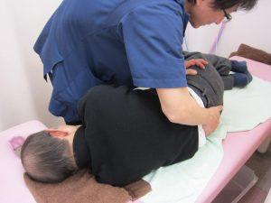 坐骨神経痛治療の整骨院「宮谷小交差点前せいこついん」の坐骨神経痛の骨盤矯正イメージ