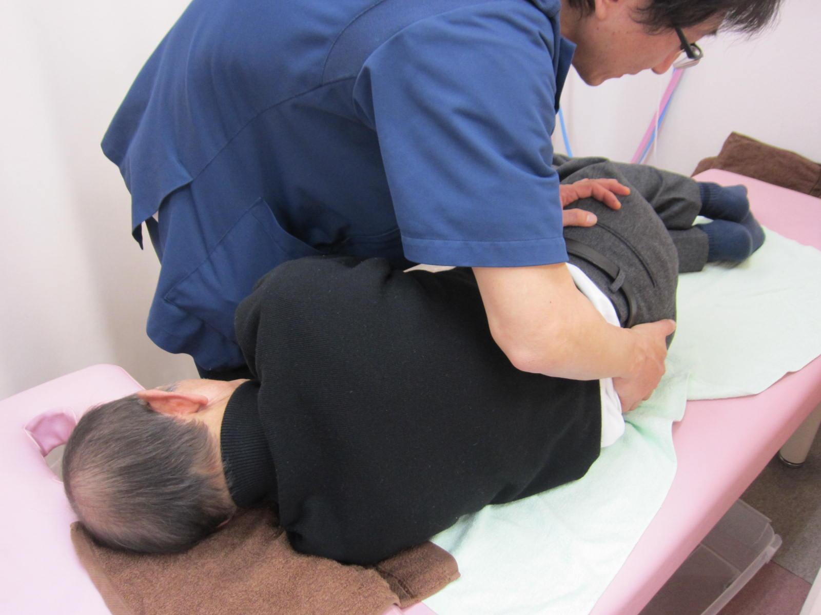 坐骨神経痛の骨盤矯正治療の写真ん