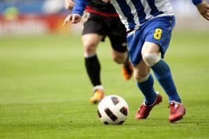 膝の痛み治療の整骨院「宮谷小交差点前せいこついん」の膝を使うサッカーのイメージ