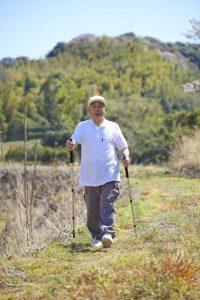 膝の痛み治療の整骨院「宮谷小交差点前せいこついん」の膝が痛い人に良いノルディックウォーキング