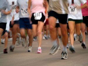 膝の痛み治療の整骨院「宮谷小交差点前せいこついん」の膝を使うマラソンのイメージ