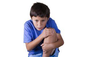 オスグット(成長痛)・ジャンパー膝の整骨院「宮谷小交差点前せいこついん」のオスグットの症状で膝の前側が痛い成長期の人の写真