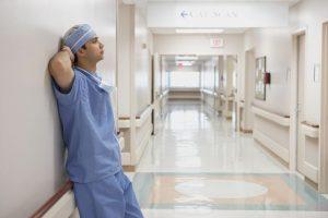 脊柱管狭窄症治療の整骨院「宮谷小交差点前せいこついん」の腰部脊柱管狭窄症の手術をして予後が悪く途方に暮れるイメージ