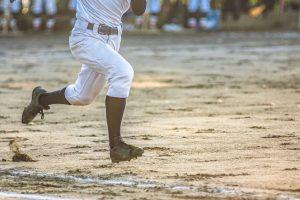 オスグット(成長痛)・ジャンパー膝の整骨院「宮谷小交差点前せいこついん」の野球で走るイメージ