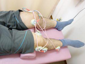 膝の痛み治療の整骨院「宮谷小交差点前せいこついん」の膝の痛みに電気治療のイメージ