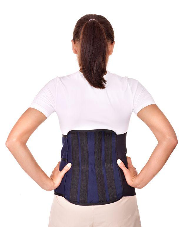 脊柱管狭窄症に効果的な腰のコルセット固定のイメージ写真