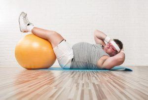 腰のヘルニア治療の整骨院「宮谷小交差点前せいこついん」の腰椎ヘルニア予防の腹筋をするイメージ