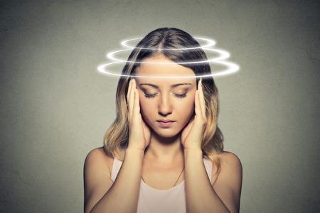 片頭痛が痛い女性の写真