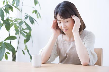 片頭痛の女性の写真
