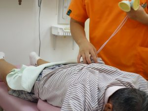腰のヘルニア治療の整骨院「宮谷小交差点前せいこついん」の腰のヘルニアの電気治療イメージ